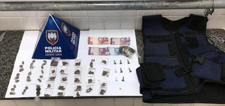 Após denúncia, casal é preso com drogas dentro de barco em Guarapari
