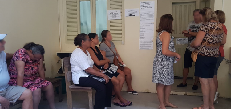Morador de Guarapari reclama da demora em sala de vacina