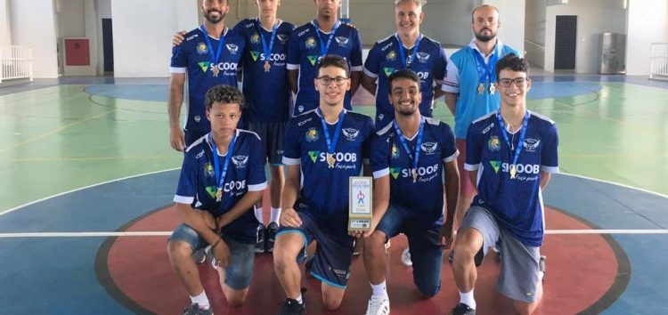 Equipe de vôlei de Guarapari é campeã da etapa regional dos Jogos Estudantis