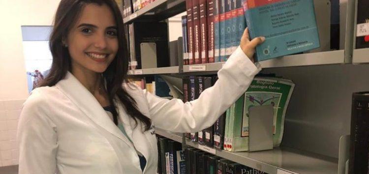 Criada em Guarapari, estudante de medicina trabalha como babá para participar de estágio internacional