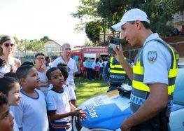 """""""Comando nos Bairros"""" aproxima polícia e comunidade em Guarapari"""
