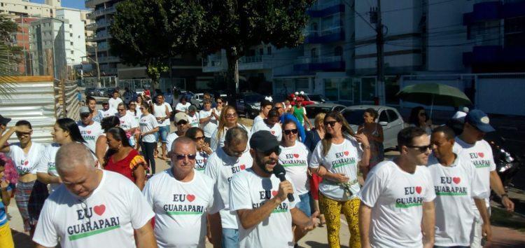 Moradores de Guarapari realizam ato contra os gastos com a revitalização da orla da Praia do Morro