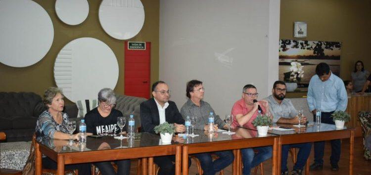 Subsecretário de turismo participa de reunião em Guarapari e debate recuperação definitiva para Meaípe