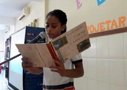 Por meio de projeto, alunos de escola em Camurugi praticam declamação de poemas em Guarapari