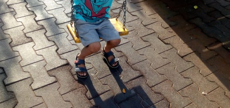 Mãe de Guarapari organiza vaquinha online para exame de filho autista