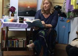 Anne Mahin lança livro de contos em Guarapari