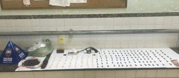 PM de Guarapari apreende drogas, arma e munições em Santa Mônica