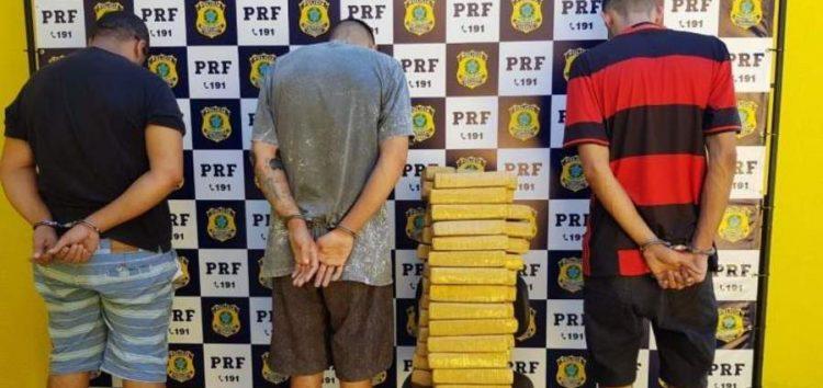 Indivíduos são detidos com 56 tabletes de maconha em Guarapari