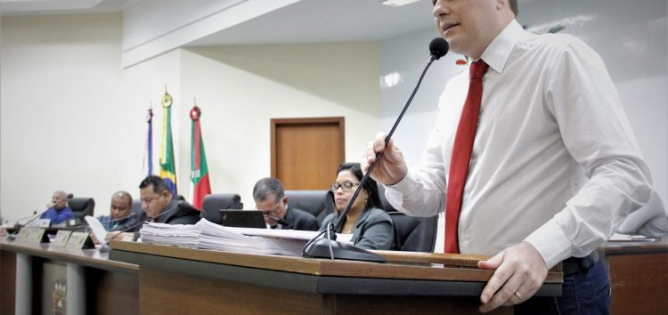 Vereador Renato Lorencini explica requerimento sobre o Consórcio Público da Saúde de Anchieta