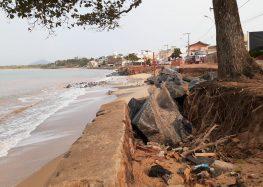 Pesquisadores apontam causas e soluções para erosão em Meaípe, Guarapari