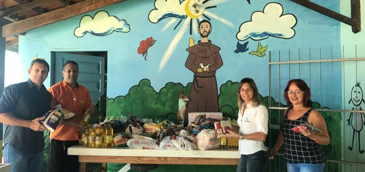 Casa de shows arrecada alimentos para creche de Guarapari
