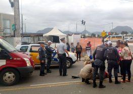 Acidente derruba motociclista no Centro de Guarapari