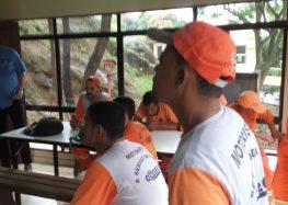 Motoristas da coleta de lixo em Guarapari entram em greve