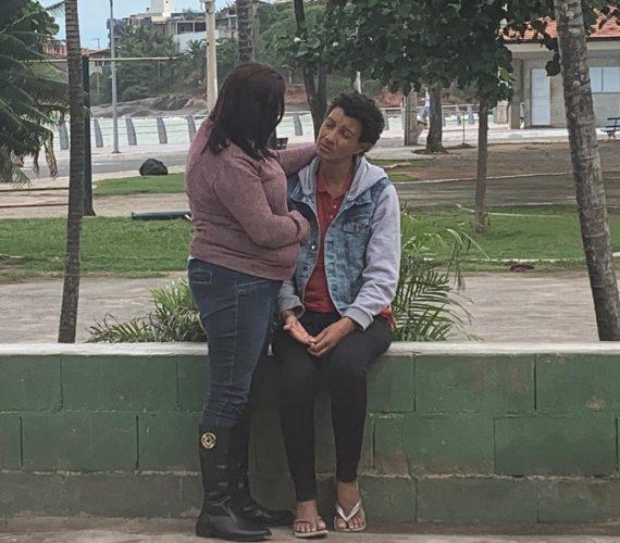 Moradora de SP que vive em situação de rua em Guarapari reencontra familiar