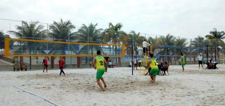 Cerca de 120 atletas estão disputando as finais do vôlei de praia nos jogos escolares em Guarapari