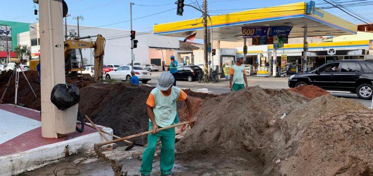 Atenção, motoristas: Trânsito na Av. Jones dos Santos Neves segue em meia pista para obras de drenagem em Guarapari