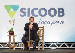 Sicoob Sul-Litorâneo recebe palestrante renomado em evento anual da cooperativa