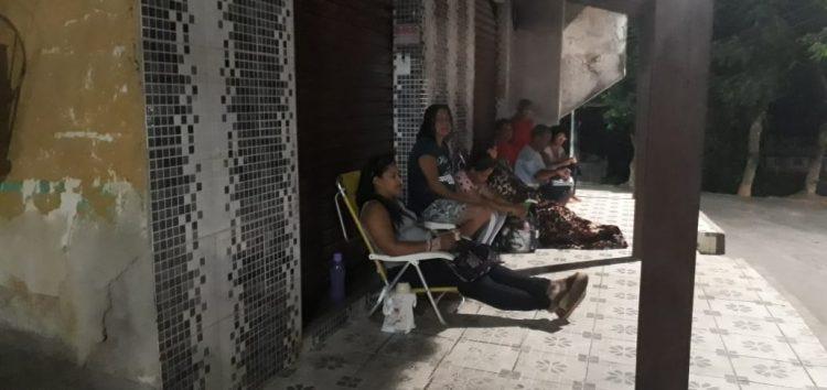 Moradores do Adalberto precisam passar a noite no posto local para terem atendimento em Guarapari