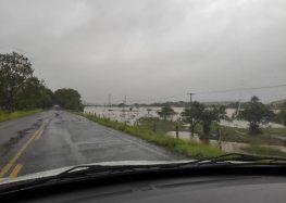Chuva: Sobe nível do rio Benevente e localidades ficam alagadas em Anchieta