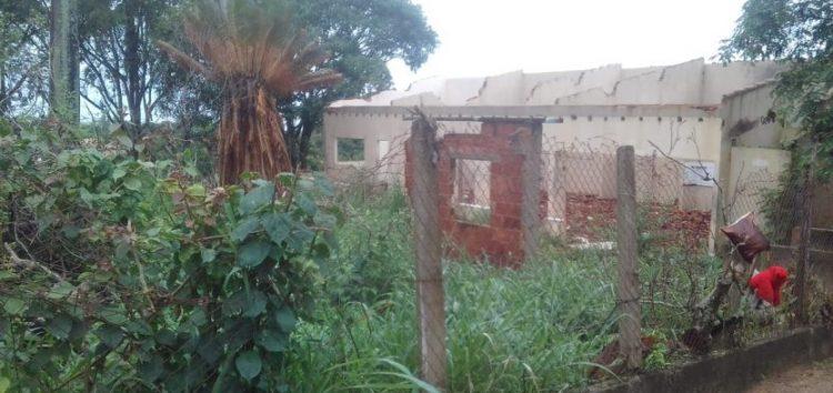Moradores de Santa Mônica denunciam abandono do antigo Cras no bairro em Guarapari