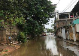 Moradora volta a reclamar dos transtornos causados pelo esgoto a céu aberto no bairro Ipiranga em Guarapari