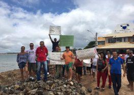 Moradores de Meaípe protestam contra lentidão em obras no balneário de Guarapari