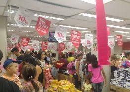Moradores de Guarapari acordam cedo para aproveitar a Black Friday