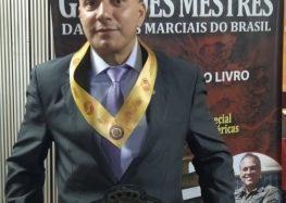 Mestre de Muay Thai de Guarapari é homenageado em livro brasileiro de artes marciais