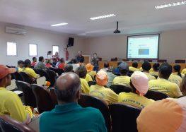 Garis e guarda-vidas recebem treinamento para monitorar possível chegada dos fragmentos de óleo no litoral de Guarapari