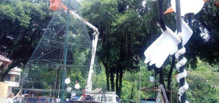 Árvore com 11 metros e 40 mil leds é destaque do Natal Som e Luz de Alfredo Chaves