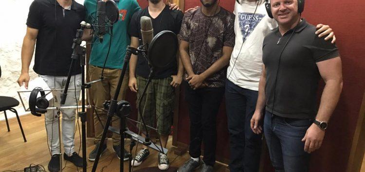Maestro e cantores de Guarapari gravam trilha sonora para minissérie da Rede Globo