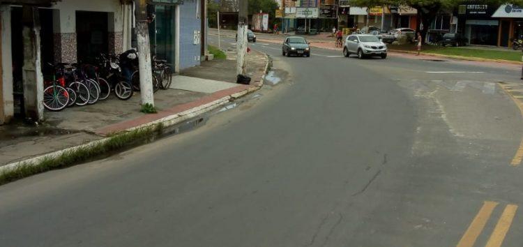 Moradores de Guarapari têm dificuldades para atravessar em trecho sem faixa de pedestre