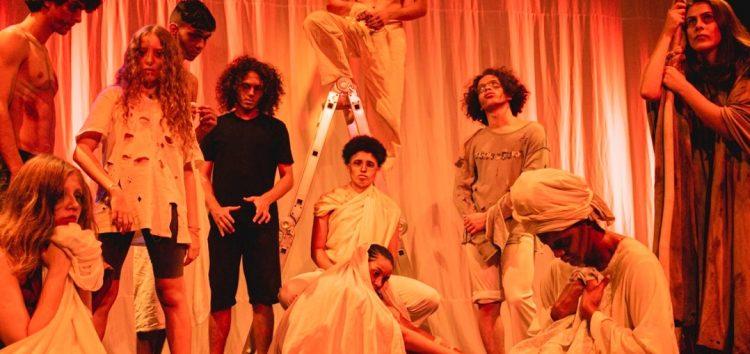 Espetáculo encerra curso de teatro em Anchieta
