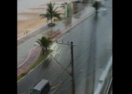 Guarapari: Moradores reivindicam solução para inundação na Praia do Morro