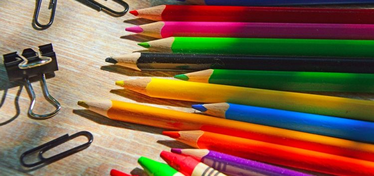 """Grupo """"Cheios da Graça"""" arrecada material escolar para crianças carentes em Guarapari"""
