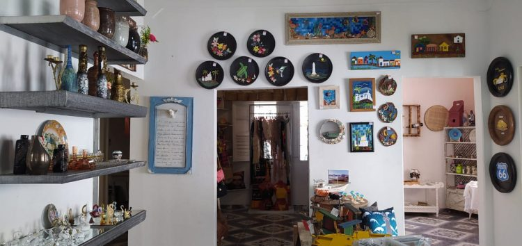 Espaço colaborativo reúne produção de artesãos de Guarapari