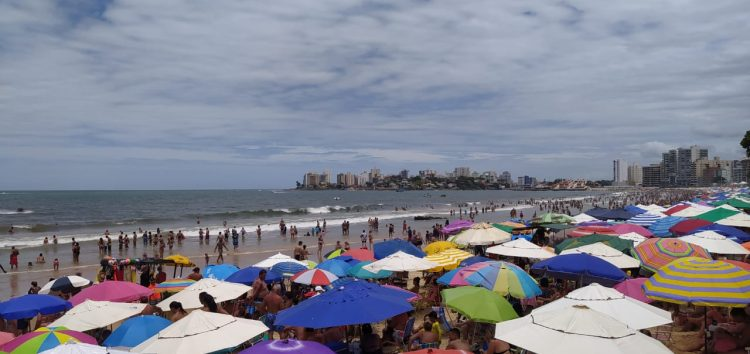 Carnaval 2020: Guarapari tem praias cheias nesta segunda (24)