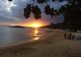 Santos lugares: Praia dos Padres e Praia dos Adventistas em Guarapari