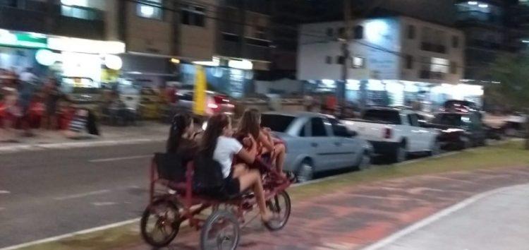 Guarapari: Triciclos circulam na orla da Praia do Morro mesmo com proibição em decreto