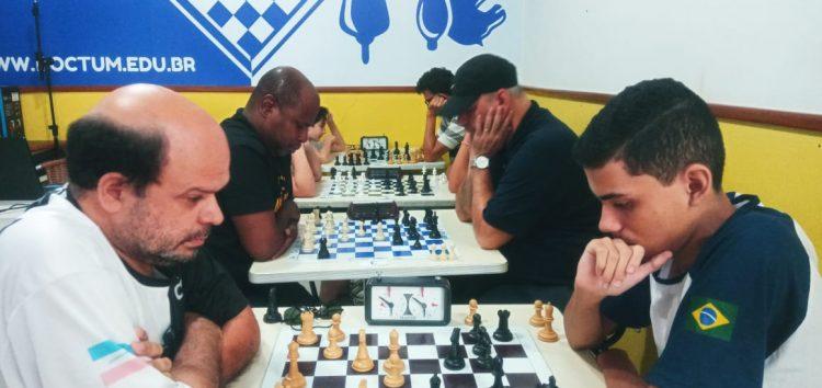 Torneio de xadrez em Guarapari reúne competidores de dentro e fora do estado