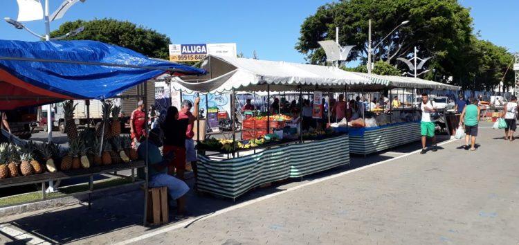 Feiras municipais seguem funcionando com produtores de Guarapari e distância entre as barracas