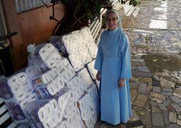 Entidade doa mais de 400 rolos de papel higiênico ao Recanto dos Idosos em Guarapari