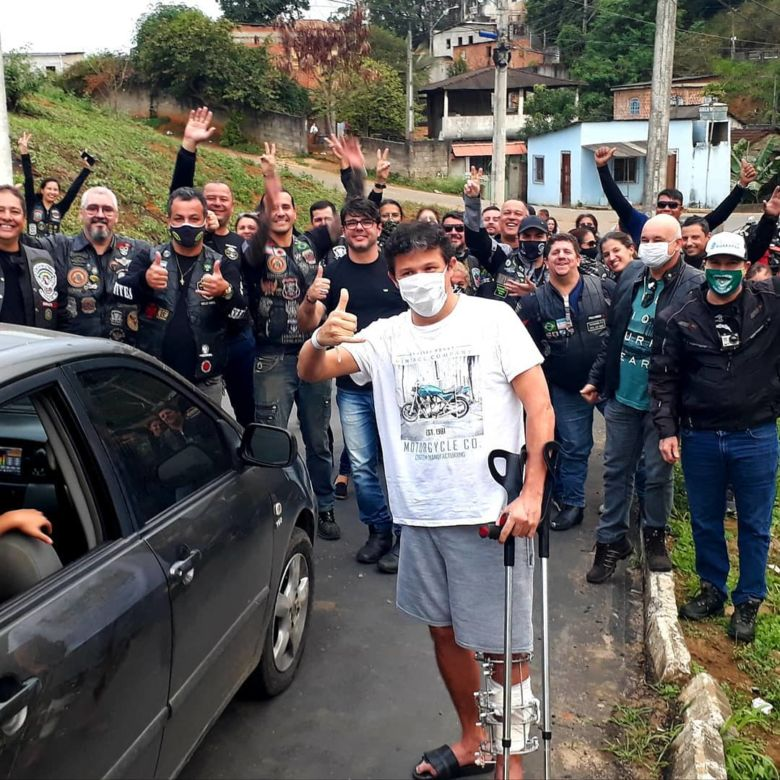 Motociclistas de Guarapari fazem escolta para Marcelo Tedesco após alta hospitalar