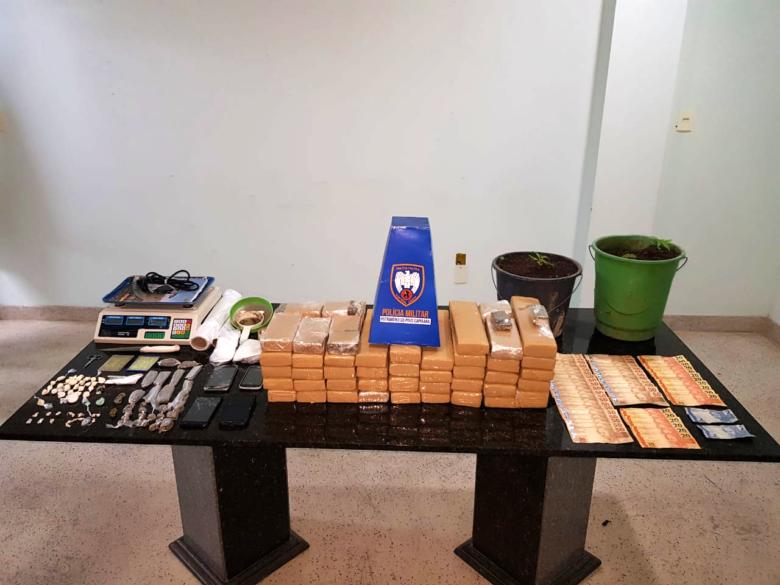 PM apreende grande quantidade de drogas e armas de fogo em Guarapari