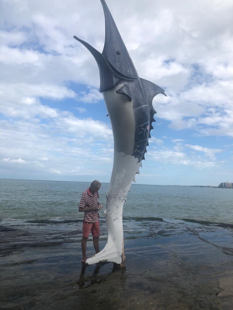 Prefeitura de Guarapari realiza restauração dos monumentos Marlin Azul e São Pedro