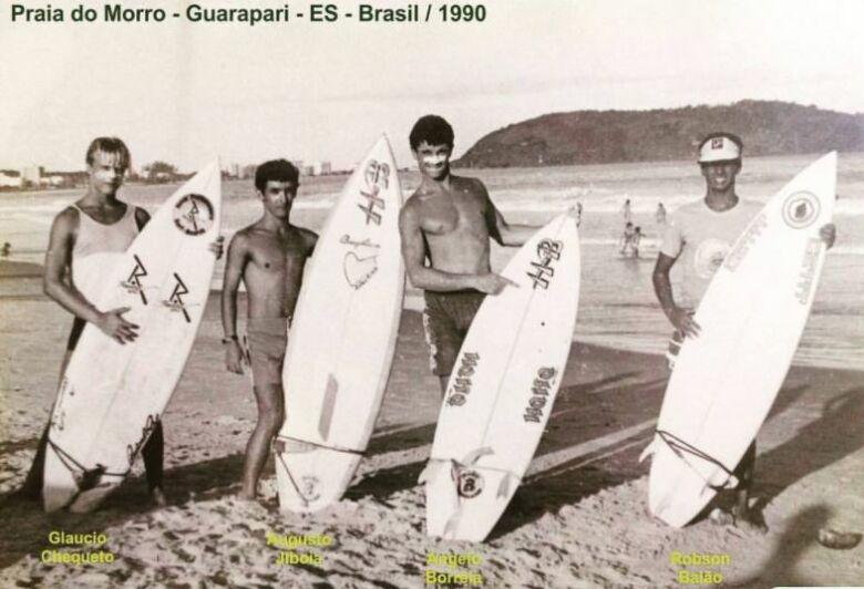 Robson Baião e amigos na Praia do Morro, em 1990