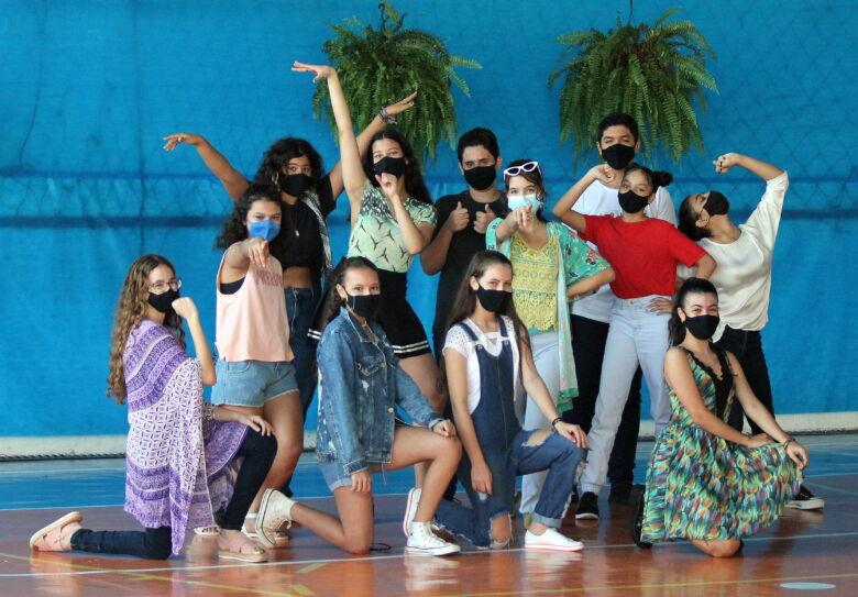Escola Rui Barbosa - Apresentação Musical