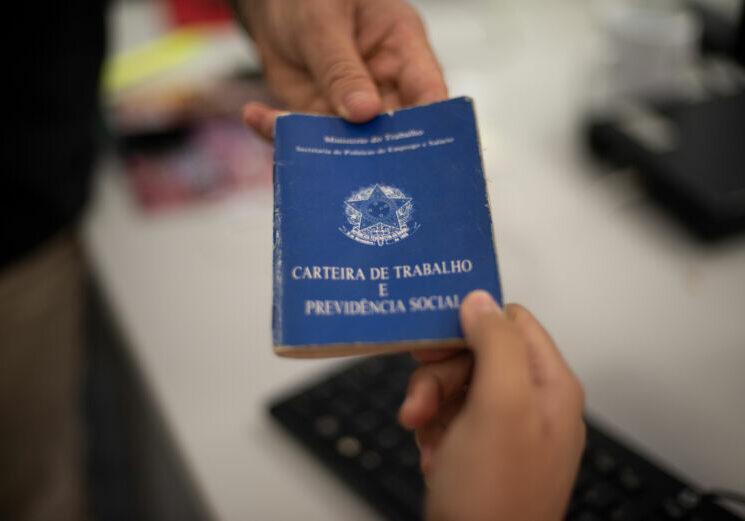 CTPS; CARTEIRA DE TRABALHO; EMPREGO; FOTOS DAVI PINHEIRO/GOVERNO DO CEARA;