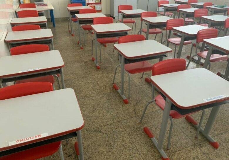 carteiras_aulas_escolas_guarapari_educação