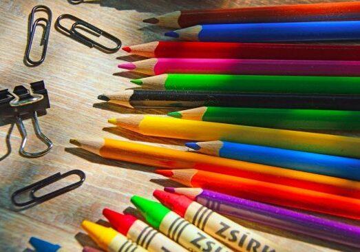escola-educacao-criancasmaterial-550x366-1